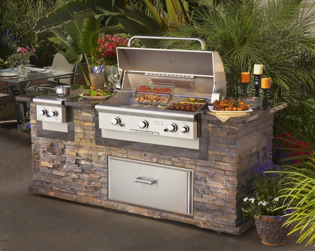 stone wall with built in stainless steel gas grill and burner